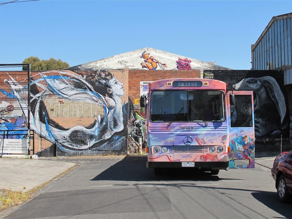deansunshine_landofsunshine_melbourne_streetart_graffiti_JAWS bus 0