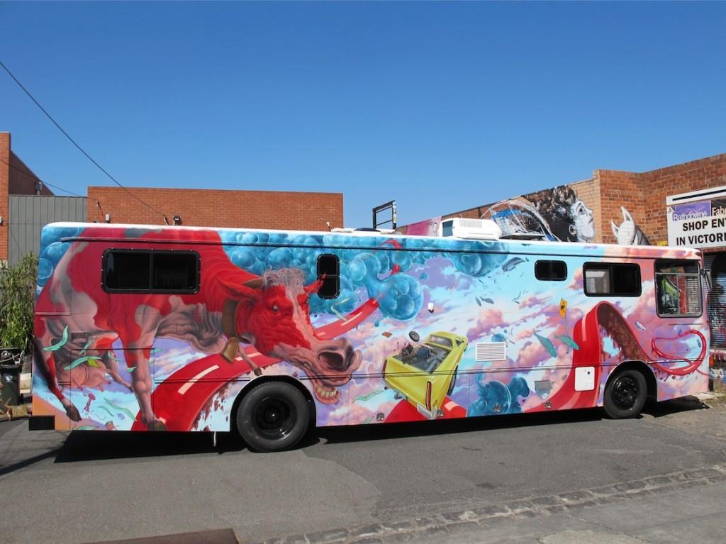 deansunshine_landofsunshine_melbourne_streetart_graffiti_JAWS bus 2