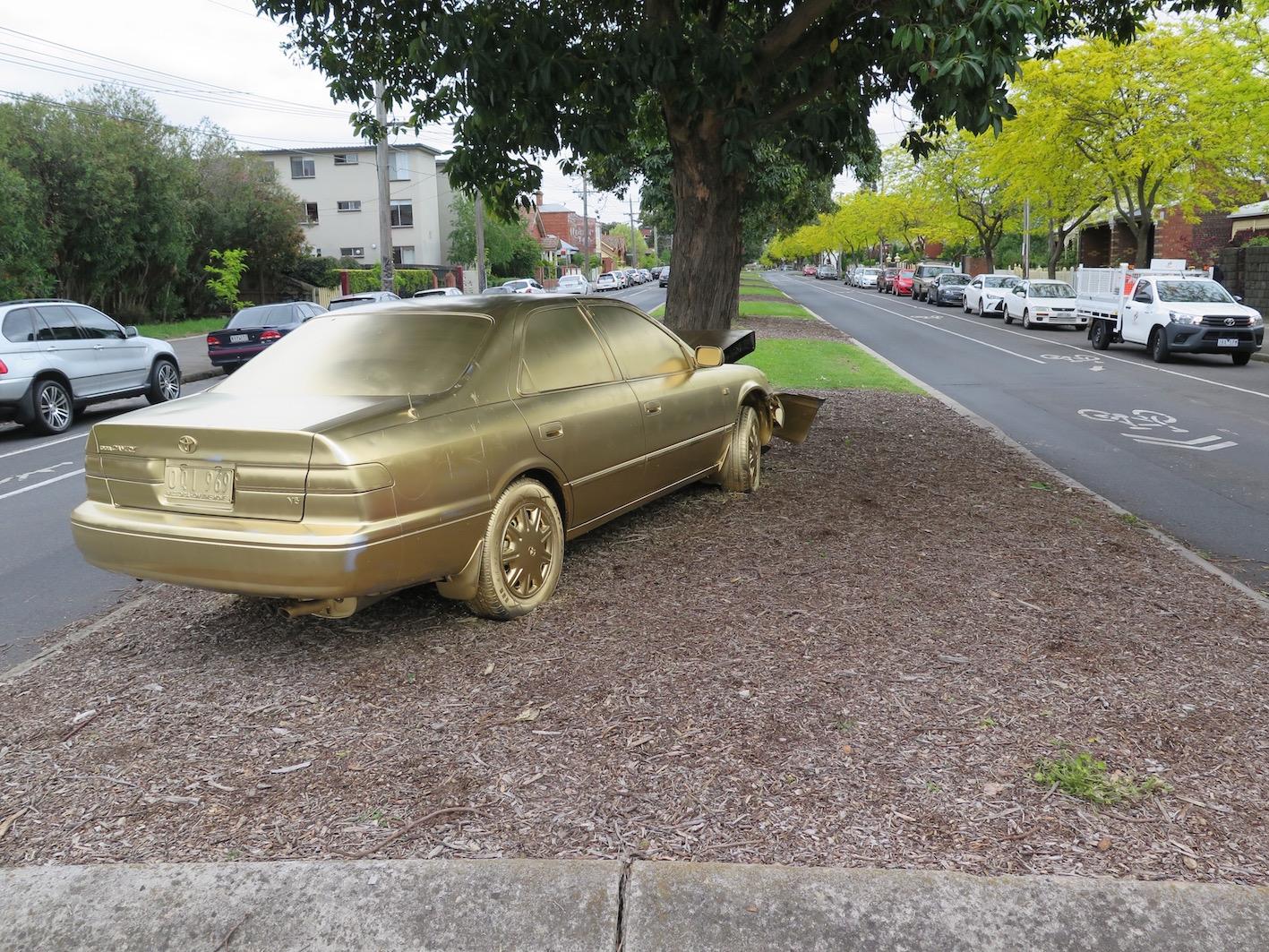 deansunshine_landofsunshine_melbourne_streetart_b-ling-golden-camry-3