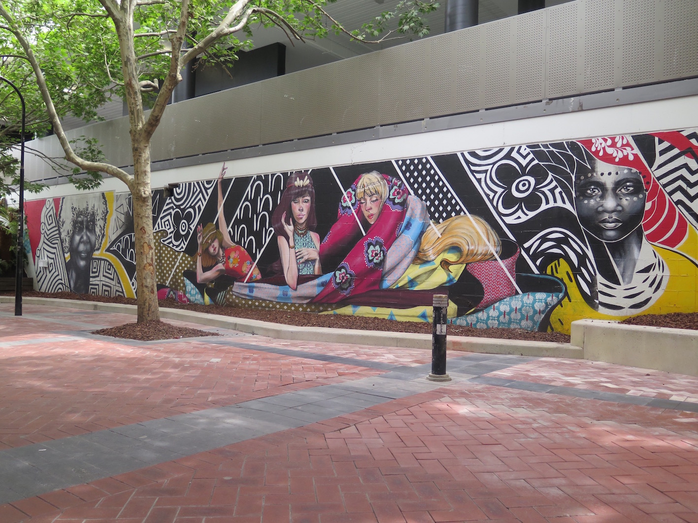 deansunshine_landofsunshine_melbourne_streetart_graffiti_eastland urban art project 6 lucy lucy shannons crees collab 1